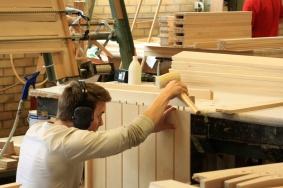 Tillverkning av kvalitetsmöbler och -inredningar.