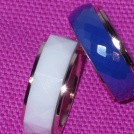 Ring, bred i stål blå,vit eller svart