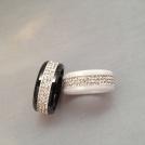 Bred ring med bling svart el. vit
