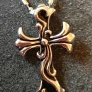 Kors i stål, svart och silverfärgat