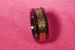 Ring i kermik, vit eller svart - Ring i keramik sv m guld st 6