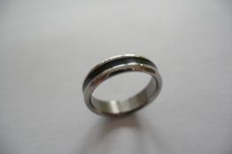Blank ring i stål, silver och svart - Blank ring i stål m sv rand st 8
