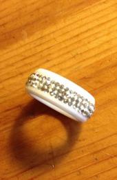 Bred ring med bling svart el. vit - Bred vit m bling st 6
