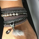 Ljusgrå/lila armband i mocca