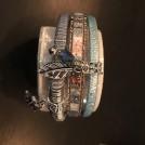 Armband i läder m sommarkänsla