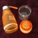Vattenflaska med fruktpress
