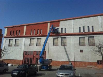 Målning av nyputsad fasad