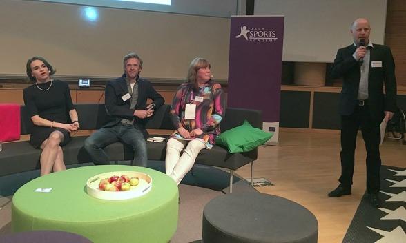 Paneldebatt med Maria Strømme, Teo Härén och Anki Kjellberg. Moderator Pelle Marklund.