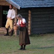 Järnakarlen Olov kommer objuden på besök till vallen och vill ha Karin till hustru