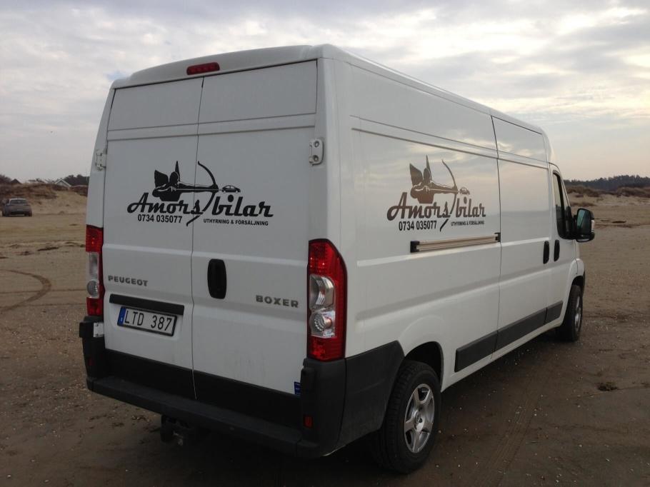 Rymlig flyttbil hyr du hos Amors Bilar