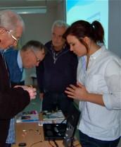 Intresset var stort när audionomerna visade hörhjälpmedel