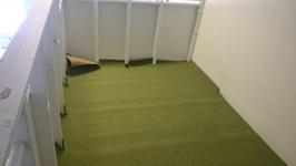 På loftet blir det grön matta