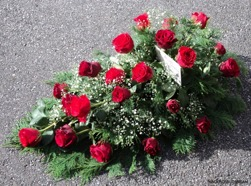 Liggande begravningsdekorationon 14 pris 500 kr