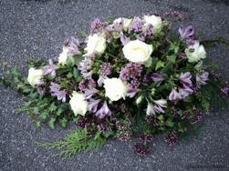 Liggande begravningsdekoration 12 pris 500 kr.