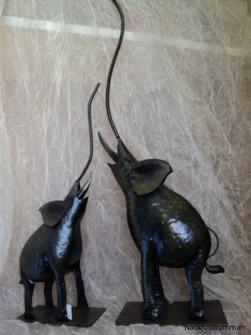 Två elefanter pris 210 kr.