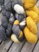 GARNLYCKAS 17dagarssjal - 17dagarssjal svart/vit/gul
