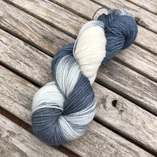 Blågrå/vit sockgarn