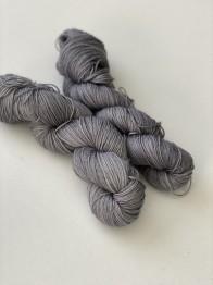 grey. sockgarn - grey sock
