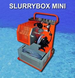 Slurrybox Mini reningsverk för slamvatten. Samma princip som Midi men kräver separat uppsamlingskärl utöver produkten på bilden. Det grå kärlet på bilden fungerar som en uppsamlingsbox för slamkakorna.