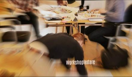 WORKSHOPLEDARE - Utveckla din förmåga att leda en workshop! Att samla många i ett rum och skapa resultat tillsammans är vad en bra workshop går ut på. Men hur gör man för att det ska bli resultat som tar tillvara all den kompetens som samlats och på den tid vi avsatt? I den här utbildningen tar vi reda på hur du kan göra och delar med oss av våra bästa tips och trix.