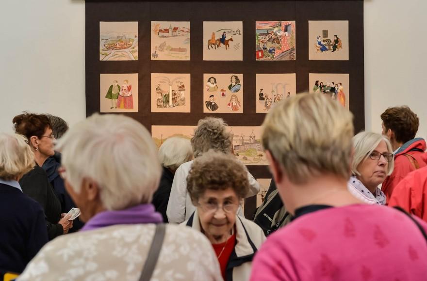 Många besökte Mimers Konsthall vid invigningen