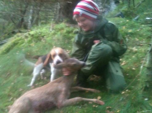 En godt fornøyd hundeeier og hund.
