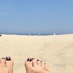 I sanden på stranden