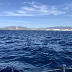 Vi rundar udden vid Travira med god medström.