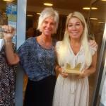 Mia och Sussi med priset