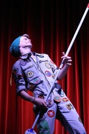 bilder från teater, uppträdande, show på Fullersta bio.