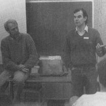 Per-Erik Sundgren och klubbens dåvarande ordförande Stefan Jonsson i diskussion med deltagarna (Charmören 1/1987)