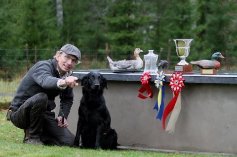 Andreas Fälth med SE J(j)CH Hinnared's Fenya Vinnare RasM 2016
