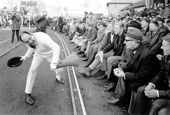 Hejaklacksledare på Grimsborg för femtio år sedan. Kvalmatch Grimsås - Barge.