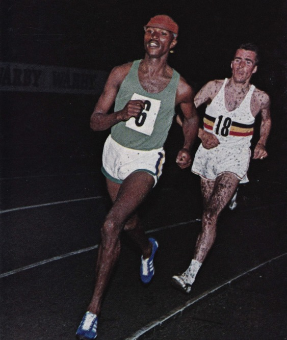 Världsrekordhållare på 3 000 m; Kipchoge Keino, Kenya (utan hinder), Gaston Roelants, Belgien, (med hinder).
