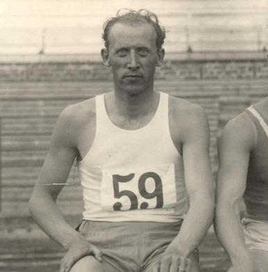 """Erik """"Spänst"""" Svensson från Falkenberg -- ende hallänning som tagit medalj i friidrott när han 1932 i Los Angeles blev trea på 15,32 (svenskt rekord)."""