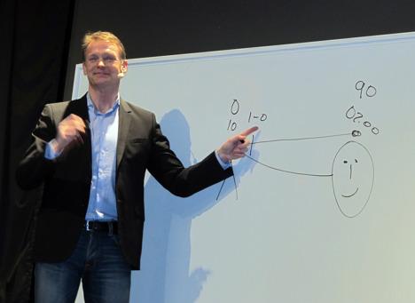 Torbjörn Nilsson ritade och berättade om sin fotbollskarriär på vårt hundrade idrottscafé.