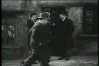 Hitchcocks cameo i filmen Mord