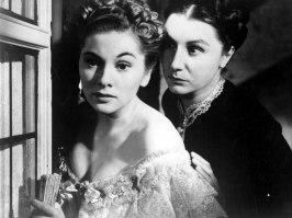 En klassisk bild ur Rebecca när den genomonda Mrs Danvers berättar för den unga Mrs de Winter om hennes uselhet