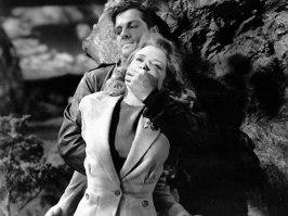 Pricilla Lane och Robert Cummings i en spännande scen ur Sabotör