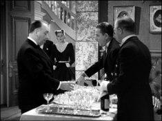 Hitchcock tar sig ett glas champagne i Notorious
