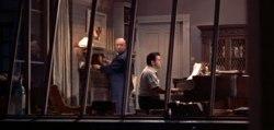 Hitchcock skruvar upp en klocka hos kompositören