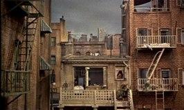 Utsikten från James Stewarts lägenhet. Hitchcoks dockhus