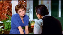 En ung Shirley MacLaine syns i Ugglor i mossen