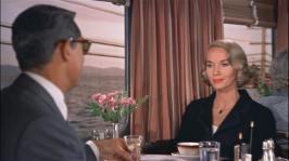 Eve Marie Saint imponerar på Cary Grant på tåget