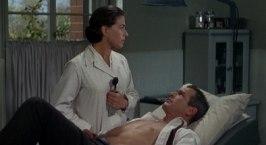 Paul Newman får vård av den mystiska Dr. Koska