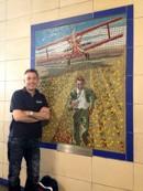 Jag själv vid mosaikutställningen i Laytonstone Station