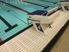 OSB11 startpall monterat på en prefabricerad kortända till bassäng från Myrtha Pools.