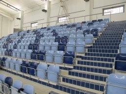 Högevallsbadet i Lund färdigställdes renoveringen av 25 meters bassängen 2012. Där har man valt sk Tip-UP stolar i två olika färger - som harmonierar med övrig färgsättning av hallen. Profiler i galvat  stål.