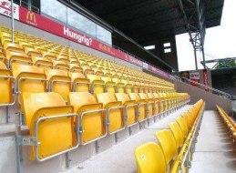 Så här ser Tip-Up stolen ut i andra sammanhang. Bilden från allsvenska Borås Arena.