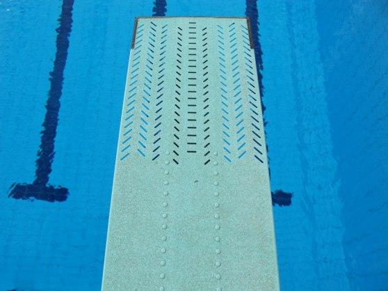 Duramaxiflex Typ B eller som man i vanligt språkbruk kallar sviktbrädan har perforeringar i framändan för att bättre passa simhoppare. Denna brädan skall finnas på alla ställen där det finns simhoppning.